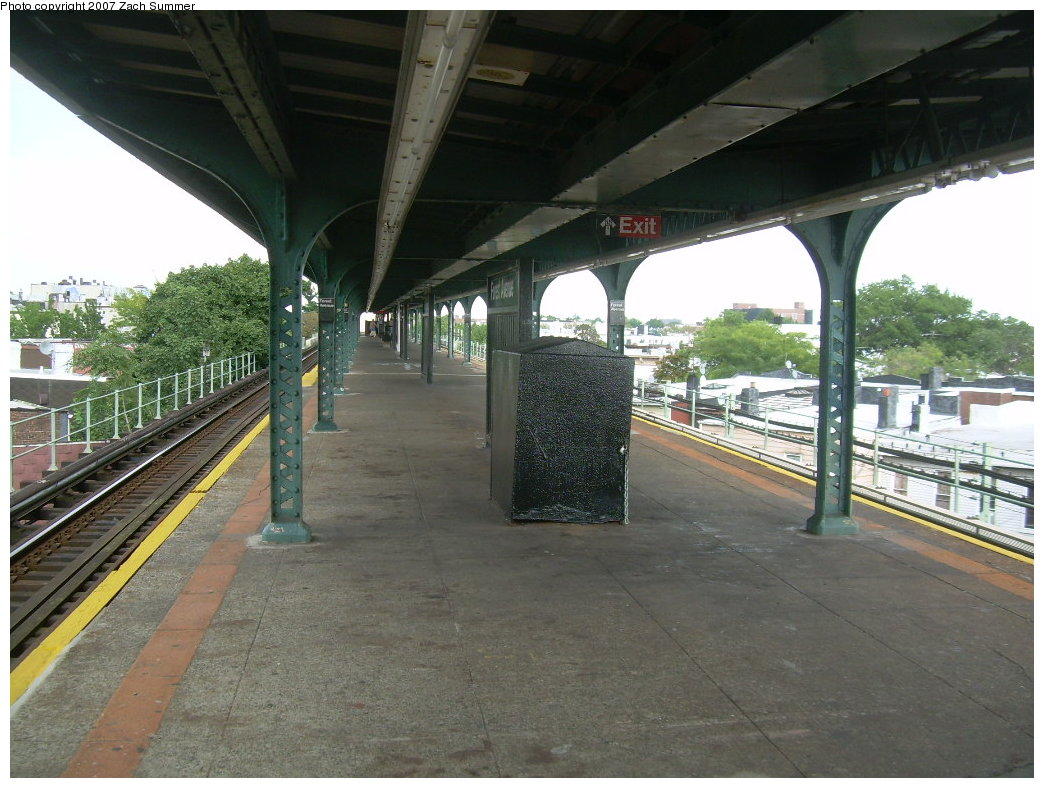 (215k, 1044x788)<br><b>Country:</b> United States<br><b>City:</b> New York<br><b>System:</b> New York City Transit<br><b>Line:</b> BMT Myrtle Avenue Line<br><b>Location:</b> Forest Avenue <br><b>Photo by:</b> Zach Summer<br><b>Date:</b> 8/28/2007<br><b>Notes:</b> Station view.<br><b>Viewed (this week/total):</b> 0 / 1204