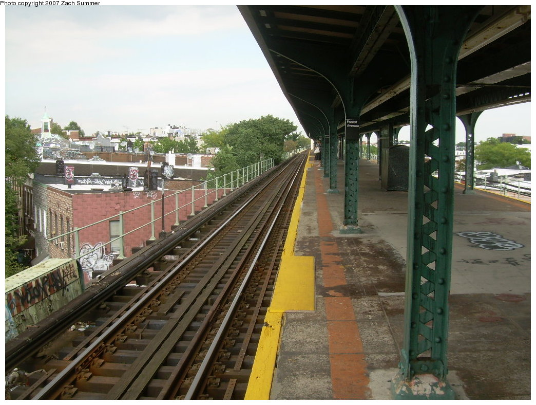 (232k, 1044x788)<br><b>Country:</b> United States<br><b>City:</b> New York<br><b>System:</b> New York City Transit<br><b>Line:</b> BMT Myrtle Avenue Line<br><b>Location:</b> Forest Avenue <br><b>Photo by:</b> Zach Summer<br><b>Date:</b> 8/28/2007<br><b>Notes:</b> Station view.<br><b>Viewed (this week/total):</b> 6 / 1552