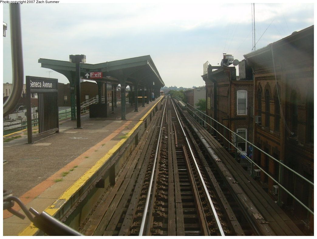(189k, 1044x788)<br><b>Country:</b> United States<br><b>City:</b> New York<br><b>System:</b> New York City Transit<br><b>Line:</b> BMT Myrtle Avenue Line<br><b>Location:</b> Seneca Avenue <br><b>Photo by:</b> Zach Summer<br><b>Date:</b> 8/28/2007<br><b>Notes:</b> Station view.<br><b>Viewed (this week/total):</b> 5 / 845