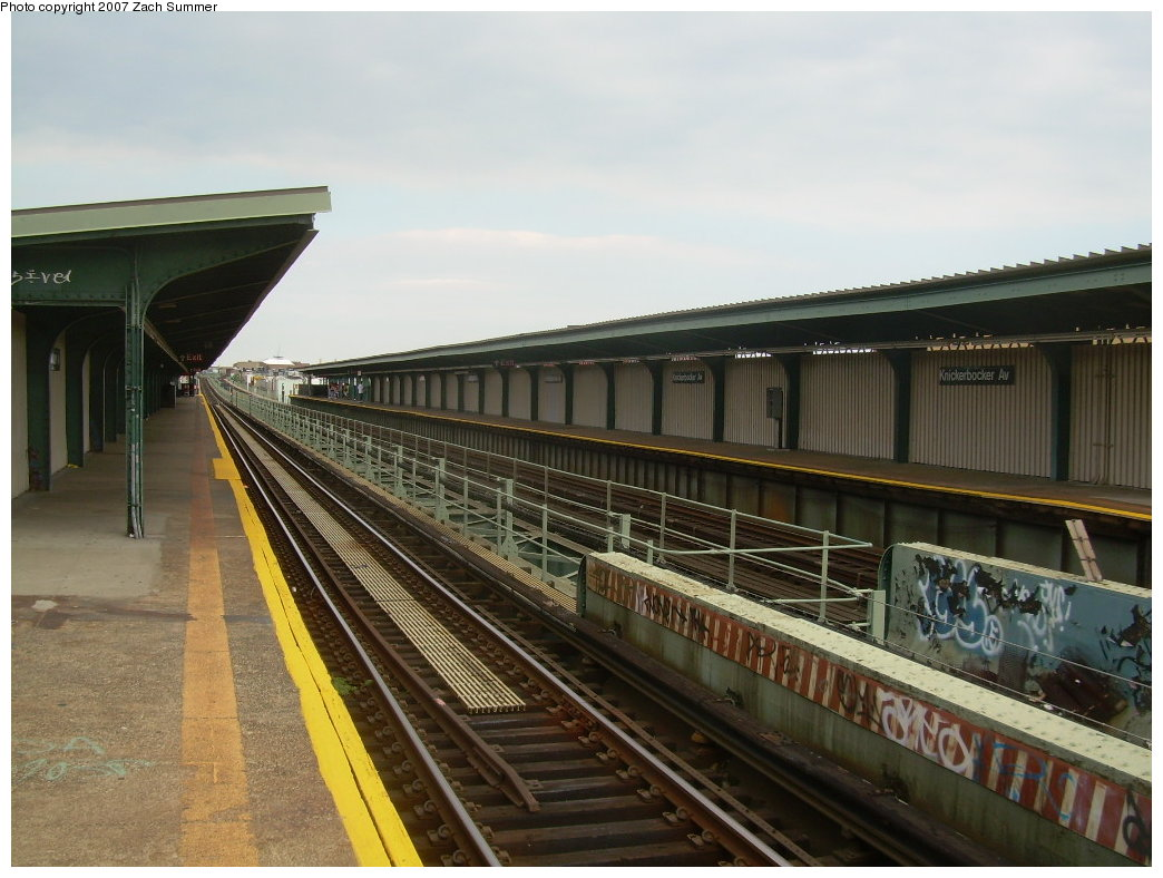 (198k, 1044x788)<br><b>Country:</b> United States<br><b>City:</b> New York<br><b>System:</b> New York City Transit<br><b>Line:</b> BMT Myrtle Avenue Line<br><b>Location:</b> Knickerbocker Avenue <br><b>Photo by:</b> Zach Summer<br><b>Date:</b> 8/28/2007<br><b>Notes:</b> Station view.<br><b>Viewed (this week/total):</b> 5 / 1078