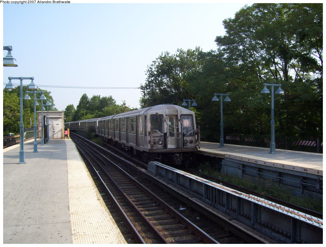 (210k, 1044x791)<br><b>Country:</b> United States<br><b>City:</b> New York<br><b>System:</b> New York City Transit<br><b>Line:</b> BMT Brighton Line<br><b>Location:</b> Sheepshead Bay <br><b>Route:</b> B<br><b>Car:</b> R-40 (St. Louis, 1968)  4310 <br><b>Photo by:</b> Aliandro Brathwaite<br><b>Date:</b> 8/30/2007<br><b>Viewed (this week/total):</b> 4 / 1517