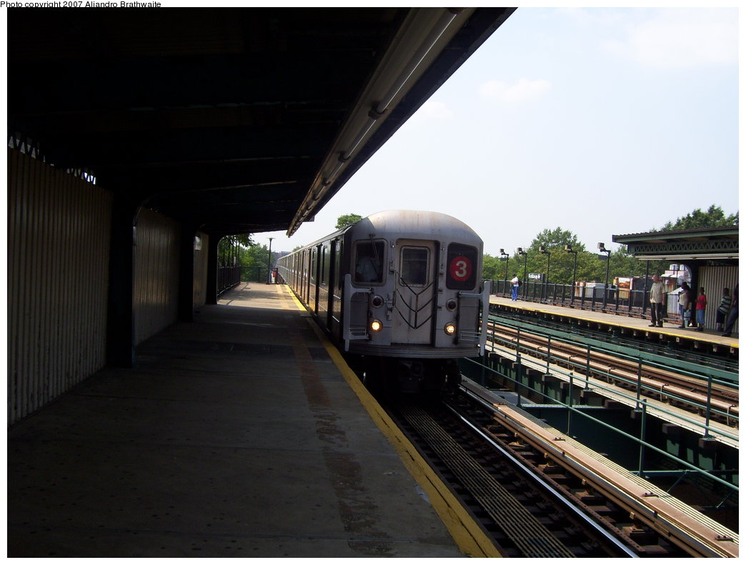 (153k, 1044x791)<br><b>Country:</b> United States<br><b>City:</b> New York<br><b>System:</b> New York City Transit<br><b>Line:</b> IRT Brooklyn Line<br><b>Location:</b> Rockaway Avenue <br><b>Route:</b> 3<br><b>Car:</b> R-62 (Kawasaki, 1983-1985)  1540 <br><b>Photo by:</b> Aliandro Brathwaite<br><b>Date:</b> 8/30/2007<br><b>Viewed (this week/total):</b> 3 / 2049