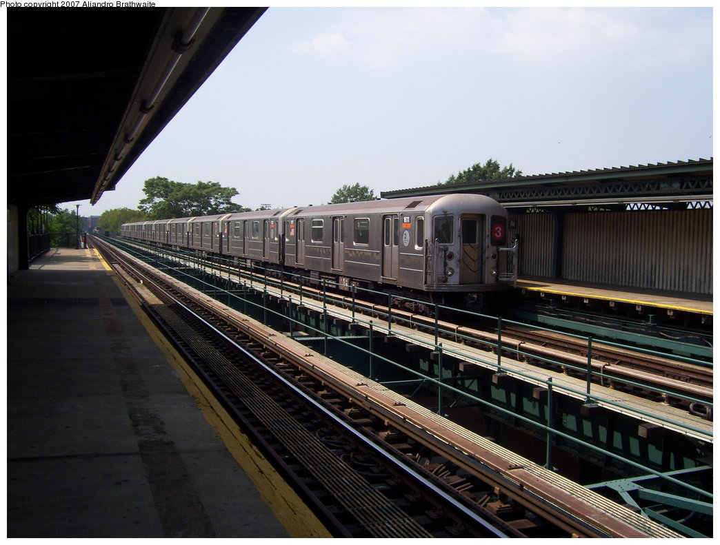 (184k, 1044x791)<br><b>Country:</b> United States<br><b>City:</b> New York<br><b>System:</b> New York City Transit<br><b>Line:</b> IRT Brooklyn Line<br><b>Location:</b> Rockaway Avenue <br><b>Route:</b> 3<br><b>Car:</b> R-62 (Kawasaki, 1983-1985)  1611 <br><b>Photo by:</b> Aliandro Brathwaite<br><b>Date:</b> 8/30/2007<br><b>Viewed (this week/total):</b> 1 / 1791