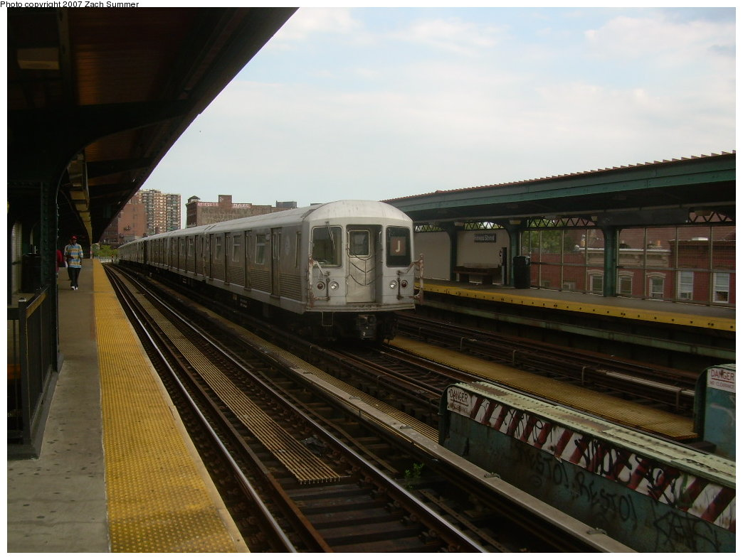 (184k, 1044x788)<br><b>Country:</b> United States<br><b>City:</b> New York<br><b>System:</b> New York City Transit<br><b>Line:</b> BMT Nassau Street/Jamaica Line<br><b>Location:</b> Hewes Street <br><b>Route:</b> J<br><b>Car:</b> R-42 (St. Louis, 1969-1970)  4697 <br><b>Photo by:</b> Zach Summer<br><b>Date:</b> 8/28/2007<br><b>Viewed (this week/total):</b> 2 / 1162