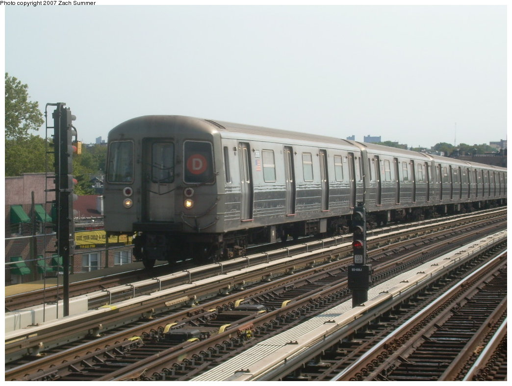 (199k, 1044x788)<br><b>Country:</b> United States<br><b>City:</b> New York<br><b>System:</b> New York City Transit<br><b>Line:</b> BMT West End Line<br><b>Location:</b> 71st Street <br><b>Route:</b> D<br><b>Car:</b> R-68 (Westinghouse-Amrail, 1986-1988)  2696 <br><b>Photo by:</b> Zach Summer<br><b>Date:</b> 8/29/2007<br><b>Viewed (this week/total):</b> 3 / 1532