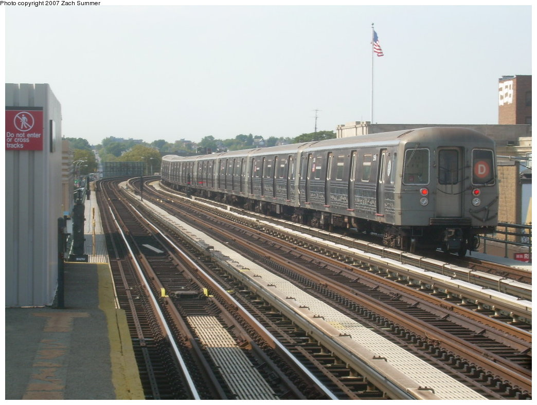 (199k, 1044x788)<br><b>Country:</b> United States<br><b>City:</b> New York<br><b>System:</b> New York City Transit<br><b>Line:</b> BMT West End Line<br><b>Location:</b> 20th Avenue <br><b>Route:</b> D<br><b>Car:</b> R-68 (Westinghouse-Amrail, 1986-1988)  2598 <br><b>Photo by:</b> Zach Summer<br><b>Date:</b> 8/29/2007<br><b>Viewed (this week/total):</b> 0 / 1547