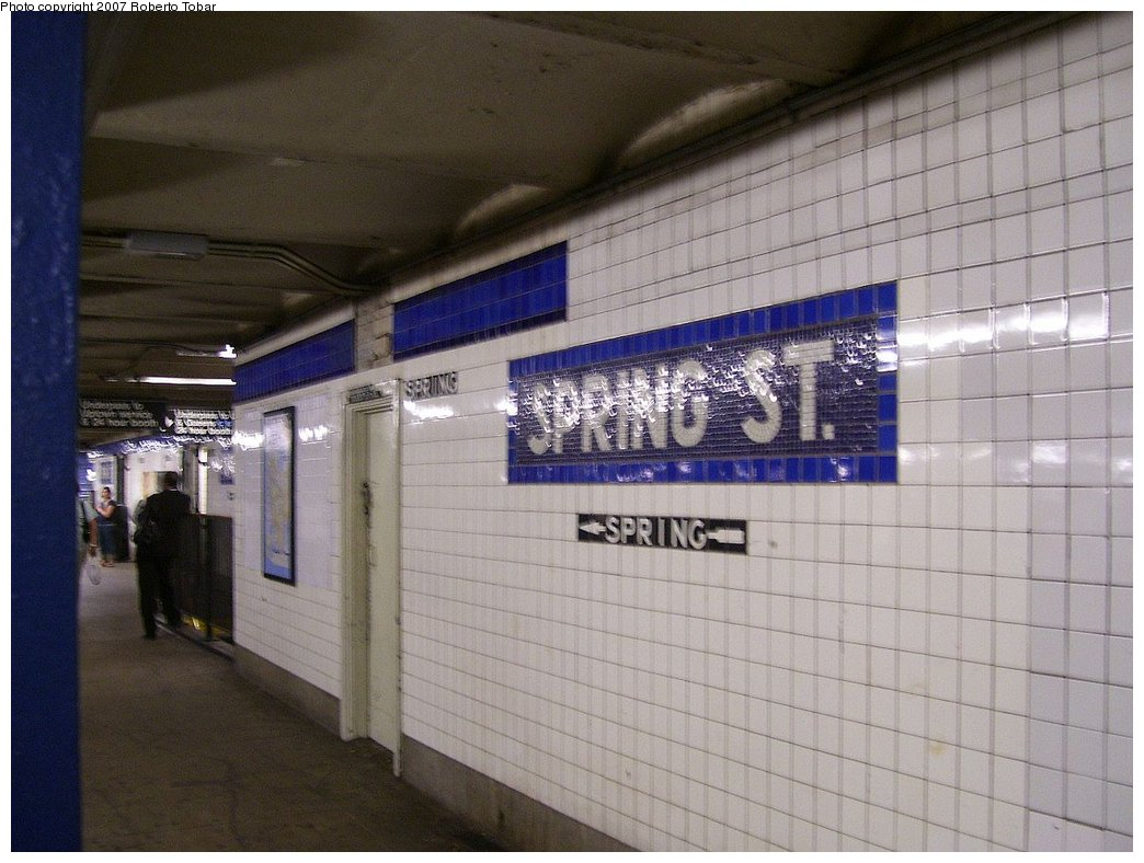 (166k, 1044x788)<br><b>Country:</b> United States<br><b>City:</b> New York<br><b>System:</b> New York City Transit<br><b>Line:</b> IND 8th Avenue Line<br><b>Location:</b> Spring Street <br><b>Photo by:</b> Roberto C. Tobar<br><b>Date:</b> 9/5/2007<br><b>Viewed (this week/total):</b> 6 / 1164