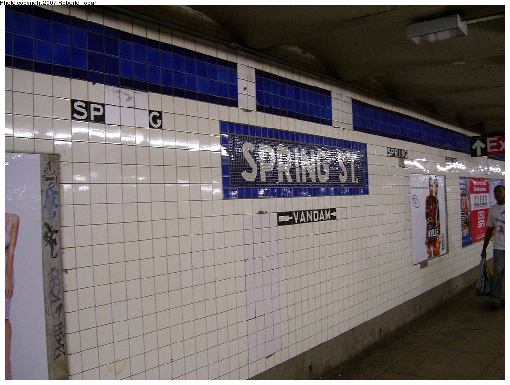 (178k, 1044x788)<br><b>Country:</b> United States<br><b>City:</b> New York<br><b>System:</b> New York City Transit<br><b>Line:</b> IND 8th Avenue Line<br><b>Location:</b> Spring Street <br><b>Photo by:</b> Roberto C. Tobar<br><b>Date:</b> 9/5/2007<br><b>Viewed (this week/total):</b> 1 / 1030