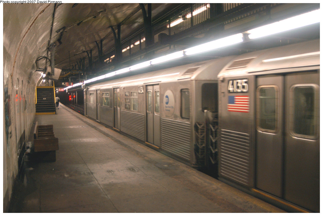(184k, 1044x701)<br><b>Country:</b> United States<br><b>City:</b> New York<br><b>System:</b> New York City Transit<br><b>Line:</b> IND 8th Avenue Line<br><b>Location:</b> 181st Street <br><b>Route:</b> A<br><b>Car:</b> R-38 (St. Louis, 1966-1967)  4134 <br><b>Photo by:</b> David Pirmann<br><b>Date:</b> 9/10/2007<br><b>Viewed (this week/total):</b> 9 / 2154