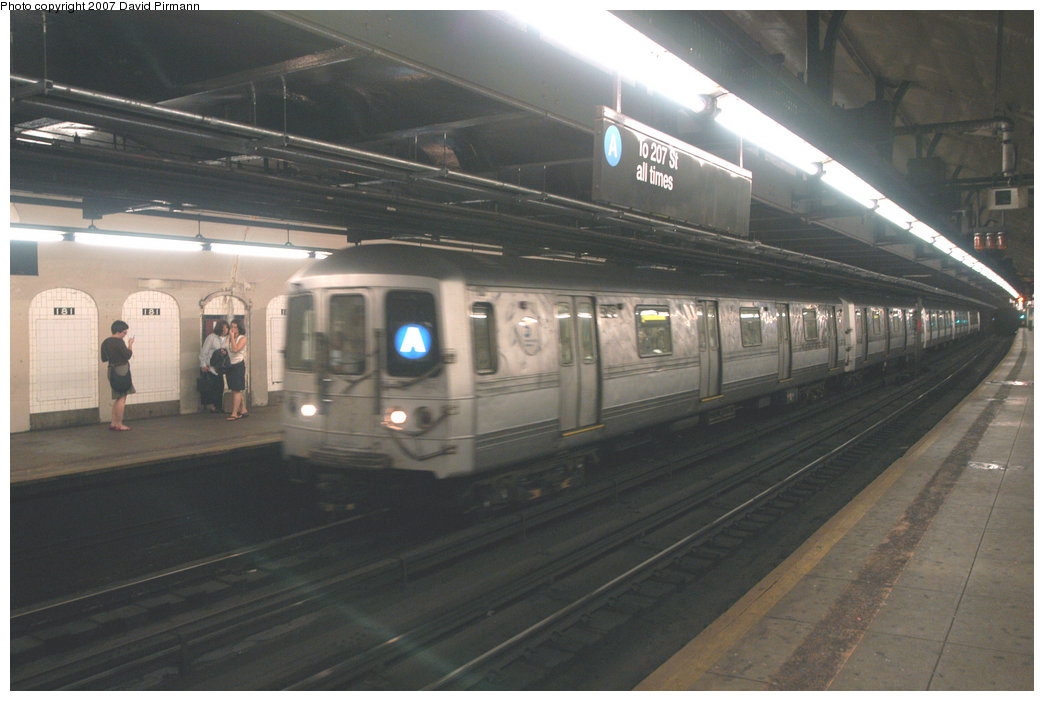 (171k, 1044x701)<br><b>Country:</b> United States<br><b>City:</b> New York<br><b>System:</b> New York City Transit<br><b>Line:</b> IND 8th Avenue Line<br><b>Location:</b> 181st Street <br><b>Route:</b> A<br><b>Car:</b> R-44 (St. Louis, 1971-73)  <br><b>Photo by:</b> David Pirmann<br><b>Date:</b> 9/10/2007<br><b>Viewed (this week/total):</b> 2 / 2621