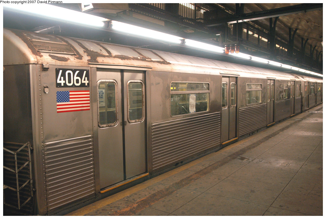 (218k, 1044x701)<br><b>Country:</b> United States<br><b>City:</b> New York<br><b>System:</b> New York City Transit<br><b>Line:</b> IND 8th Avenue Line<br><b>Location:</b> 181st Street <br><b>Route:</b> A<br><b>Car:</b> R-38 (St. Louis, 1966-1967)  4064 <br><b>Photo by:</b> David Pirmann<br><b>Date:</b> 9/10/2007<br><b>Viewed (this week/total):</b> 0 / 1740