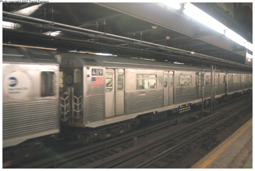 (172k, 1044x701)<br><b>Country:</b> United States<br><b>City:</b> New York<br><b>System:</b> New York City Transit<br><b>Line:</b> IND 8th Avenue Line<br><b>Location:</b> 181st Street <br><b>Route:</b> A<br><b>Car:</b> R-38 (St. Louis, 1966-1967)  4119 <br><b>Photo by:</b> David Pirmann<br><b>Date:</b> 9/10/2007<br><b>Viewed (this week/total):</b> 0 / 1723