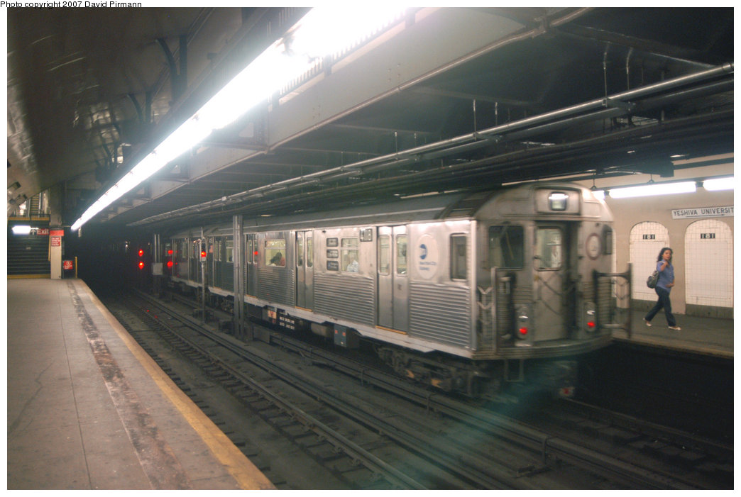 (178k, 1044x701)<br><b>Country:</b> United States<br><b>City:</b> New York<br><b>System:</b> New York City Transit<br><b>Line:</b> IND 8th Avenue Line<br><b>Location:</b> 181st Street <br><b>Route:</b> A<br><b>Car:</b> R-38 (St. Louis, 1966-1967)  4118 <br><b>Photo by:</b> David Pirmann<br><b>Date:</b> 9/10/2007<br><b>Viewed (this week/total):</b> 1 / 2047