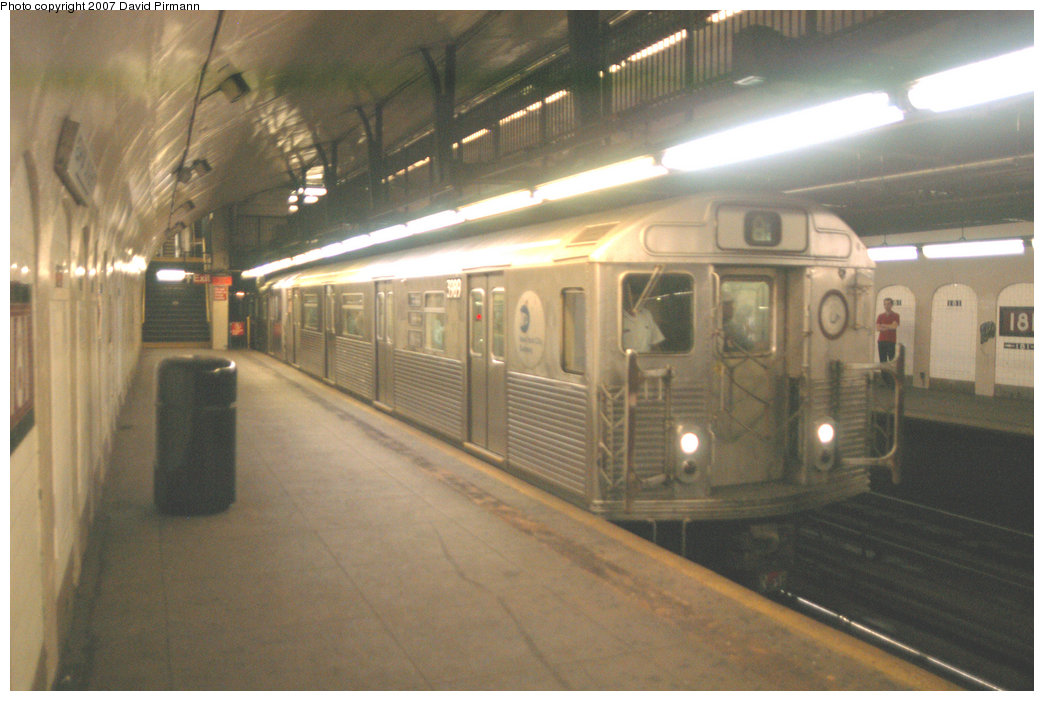 (188k, 1044x701)<br><b>Country:</b> United States<br><b>City:</b> New York<br><b>System:</b> New York City Transit<br><b>Line:</b> IND 8th Avenue Line<br><b>Location:</b> 181st Street <br><b>Route:</b> A<br><b>Car:</b> R-38 (St. Louis, 1966-1967)  3989 <br><b>Photo by:</b> David Pirmann<br><b>Date:</b> 9/10/2007<br><b>Viewed (this week/total):</b> 2 / 1788