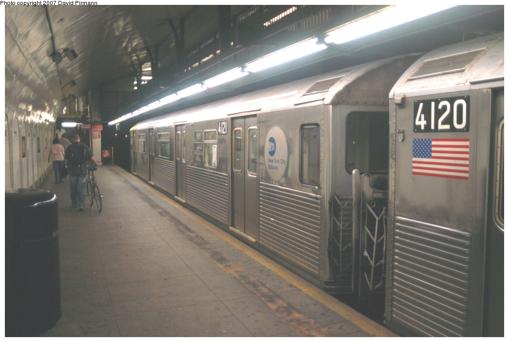 (186k, 1044x701)<br><b>Country:</b> United States<br><b>City:</b> New York<br><b>System:</b> New York City Transit<br><b>Line:</b> IND 8th Avenue Line<br><b>Location:</b> 181st Street <br><b>Route:</b> A<br><b>Car:</b> R-38 (St. Louis, 1966-1967)  4121 <br><b>Photo by:</b> David Pirmann<br><b>Date:</b> 9/10/2007<br><b>Viewed (this week/total):</b> 0 / 1324