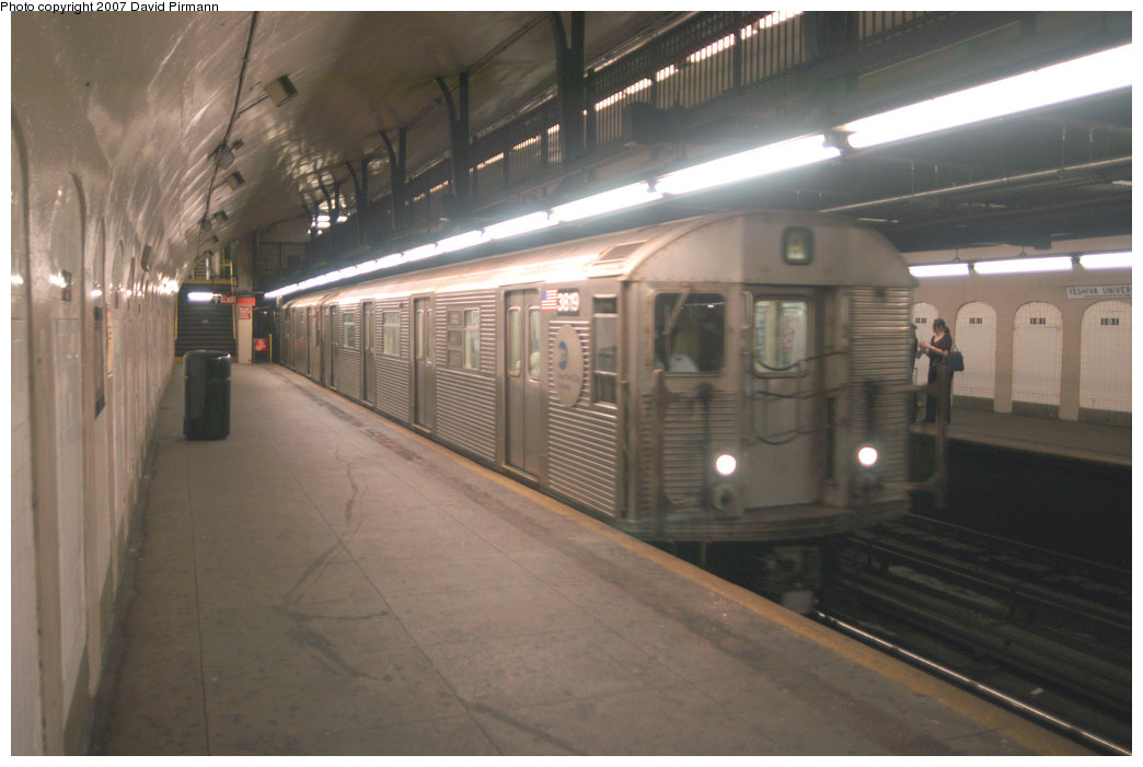 (168k, 1044x701)<br><b>Country:</b> United States<br><b>City:</b> New York<br><b>System:</b> New York City Transit<br><b>Line:</b> IND 8th Avenue Line<br><b>Location:</b> 181st Street <br><b>Route:</b> A<br><b>Car:</b> R-32 (Budd, 1964)  3819 <br><b>Photo by:</b> David Pirmann<br><b>Date:</b> 9/10/2007<br><b>Viewed (this week/total):</b> 1 / 1288