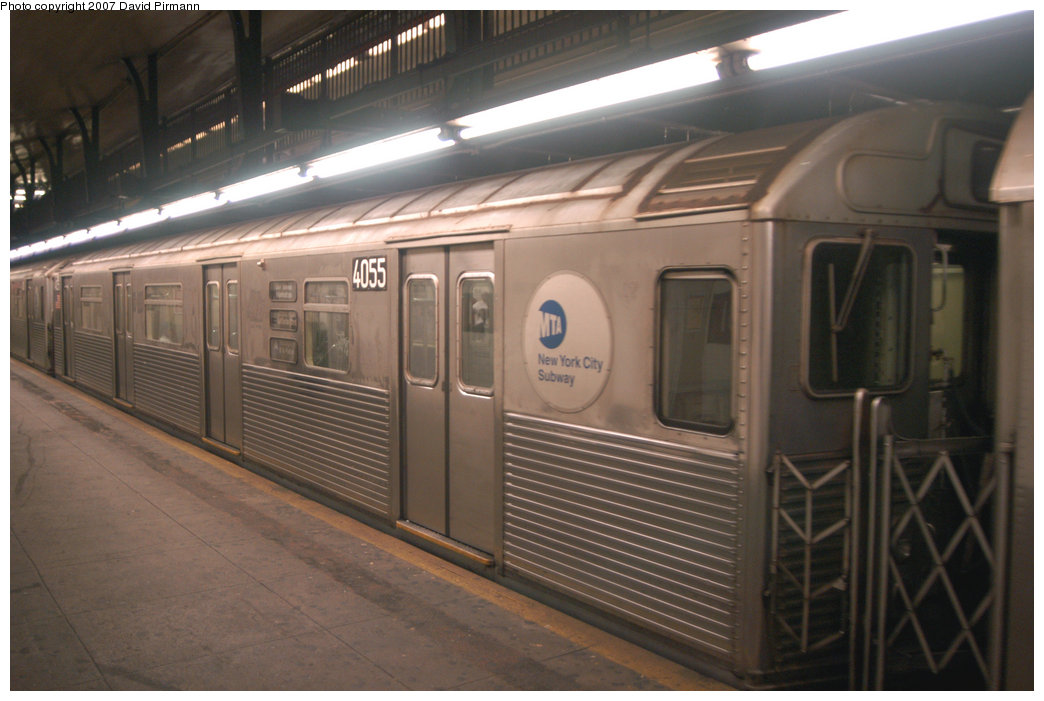 (181k, 1044x701)<br><b>Country:</b> United States<br><b>City:</b> New York<br><b>System:</b> New York City Transit<br><b>Line:</b> IND 8th Avenue Line<br><b>Location:</b> 181st Street <br><b>Route:</b> A<br><b>Car:</b> R-38 (St. Louis, 1966-1967)  4055 <br><b>Photo by:</b> David Pirmann<br><b>Date:</b> 9/10/2007<br><b>Viewed (this week/total):</b> 1 / 1598