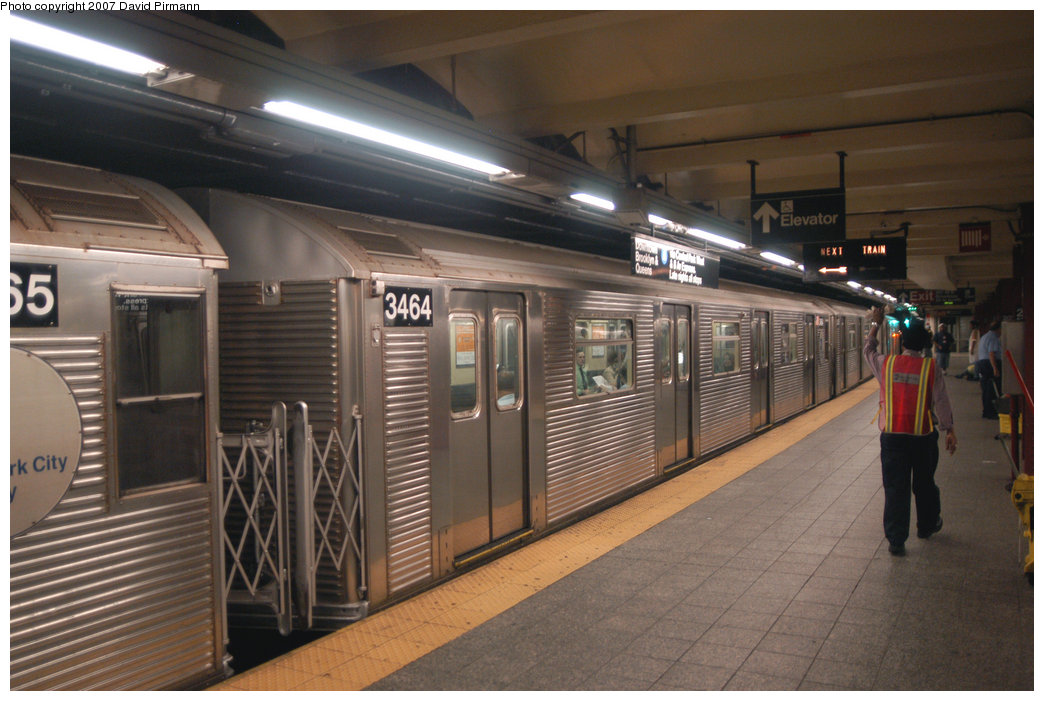 (203k, 1044x701)<br><b>Country:</b> United States<br><b>City:</b> New York<br><b>System:</b> New York City Transit<br><b>Line:</b> IND 8th Avenue Line<br><b>Location:</b> 207th Street <br><b>Route:</b> A<br><b>Car:</b> R-32 (Budd, 1964)  3464 <br><b>Photo by:</b> David Pirmann<br><b>Date:</b> 9/10/2007<br><b>Viewed (this week/total):</b> 0 / 1153