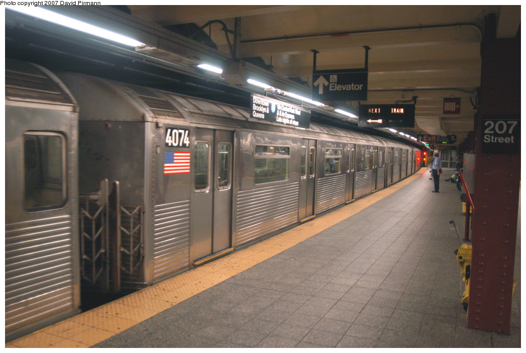 (196k, 1044x701)<br><b>Country:</b> United States<br><b>City:</b> New York<br><b>System:</b> New York City Transit<br><b>Line:</b> IND 8th Avenue Line<br><b>Location:</b> 207th Street <br><b>Route:</b> A<br><b>Car:</b> R-38 (St. Louis, 1966-1967)  4074 <br><b>Photo by:</b> David Pirmann<br><b>Date:</b> 9/10/2007<br><b>Viewed (this week/total):</b> 0 / 1459