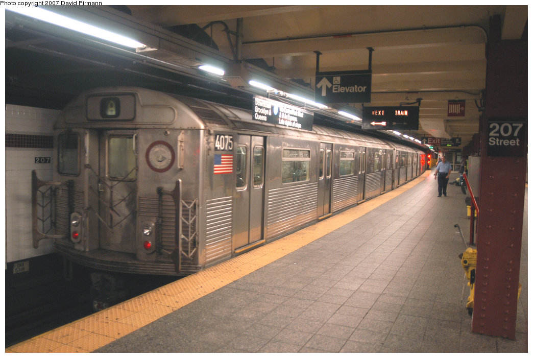 (195k, 1044x701)<br><b>Country:</b> United States<br><b>City:</b> New York<br><b>System:</b> New York City Transit<br><b>Line:</b> IND 8th Avenue Line<br><b>Location:</b> 207th Street <br><b>Route:</b> A<br><b>Car:</b> R-38 (St. Louis, 1966-1967)  4075 <br><b>Photo by:</b> David Pirmann<br><b>Date:</b> 9/10/2007<br><b>Viewed (this week/total):</b> 0 / 1176
