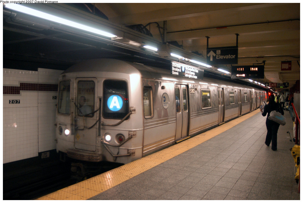 (183k, 1044x701)<br><b>Country:</b> United States<br><b>City:</b> New York<br><b>System:</b> New York City Transit<br><b>Line:</b> IND 8th Avenue Line<br><b>Location:</b> 207th Street <br><b>Route:</b> A<br><b>Car:</b> R-44 (St. Louis, 1971-73) 5362 <br><b>Photo by:</b> David Pirmann<br><b>Date:</b> 9/10/2007<br><b>Viewed (this week/total):</b> 1 / 2067