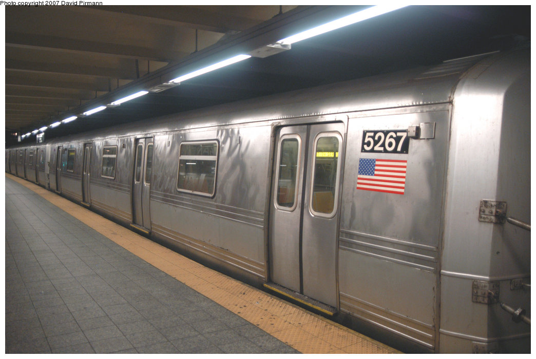 (171k, 1044x701)<br><b>Country:</b> United States<br><b>City:</b> New York<br><b>System:</b> New York City Transit<br><b>Line:</b> IND 8th Avenue Line<br><b>Location:</b> 207th Street <br><b>Route:</b> A<br><b>Car:</b> R-44 (St. Louis, 1971-73) 5267 <br><b>Photo by:</b> David Pirmann<br><b>Date:</b> 9/10/2007<br><b>Viewed (this week/total):</b> 2 / 1609