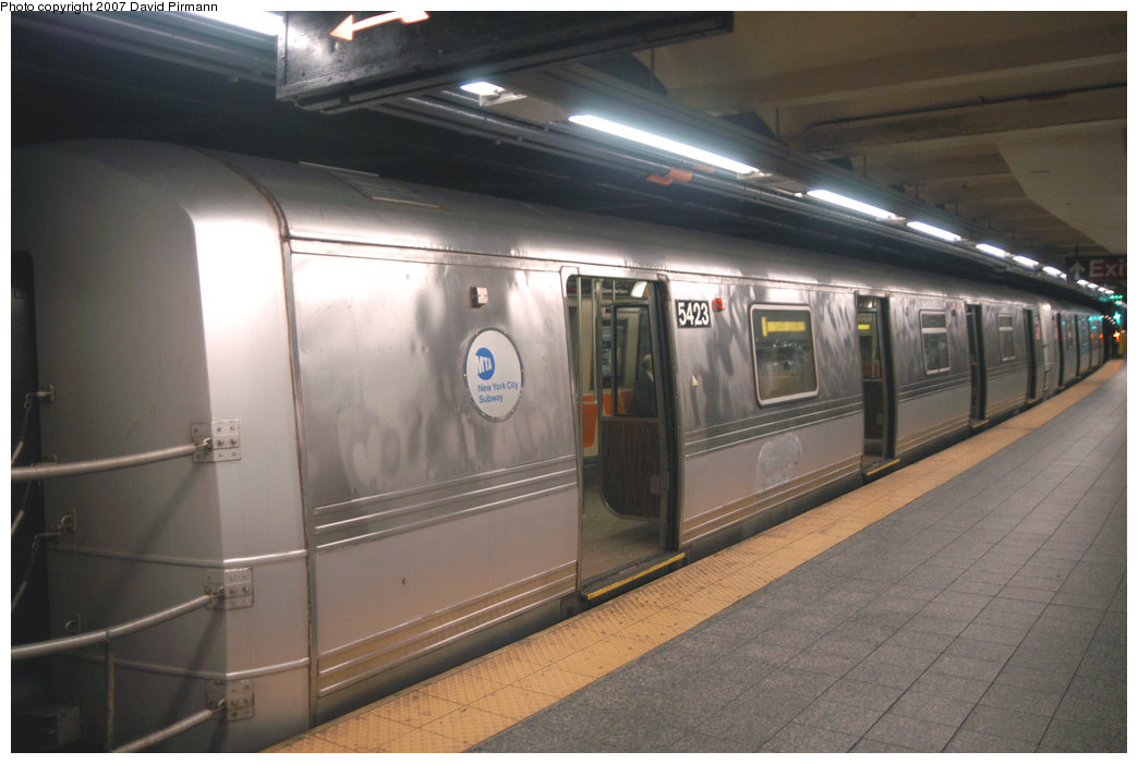 (172k, 1044x701)<br><b>Country:</b> United States<br><b>City:</b> New York<br><b>System:</b> New York City Transit<br><b>Line:</b> IND 8th Avenue Line<br><b>Location:</b> 207th Street <br><b>Route:</b> A<br><b>Car:</b> R-44 (St. Louis, 1971-73) 5423 <br><b>Photo by:</b> David Pirmann<br><b>Date:</b> 9/10/2007<br><b>Viewed (this week/total):</b> 0 / 1621