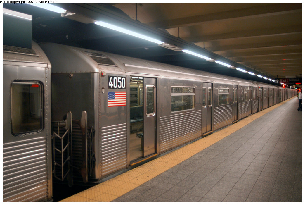 (192k, 1044x701)<br><b>Country:</b> United States<br><b>City:</b> New York<br><b>System:</b> New York City Transit<br><b>Line:</b> IND 8th Avenue Line<br><b>Location:</b> 207th Street <br><b>Route:</b> A<br><b>Car:</b> R-38 (St. Louis, 1966-1967)  4050 <br><b>Photo by:</b> David Pirmann<br><b>Date:</b> 9/10/2007<br><b>Viewed (this week/total):</b> 1 / 1044