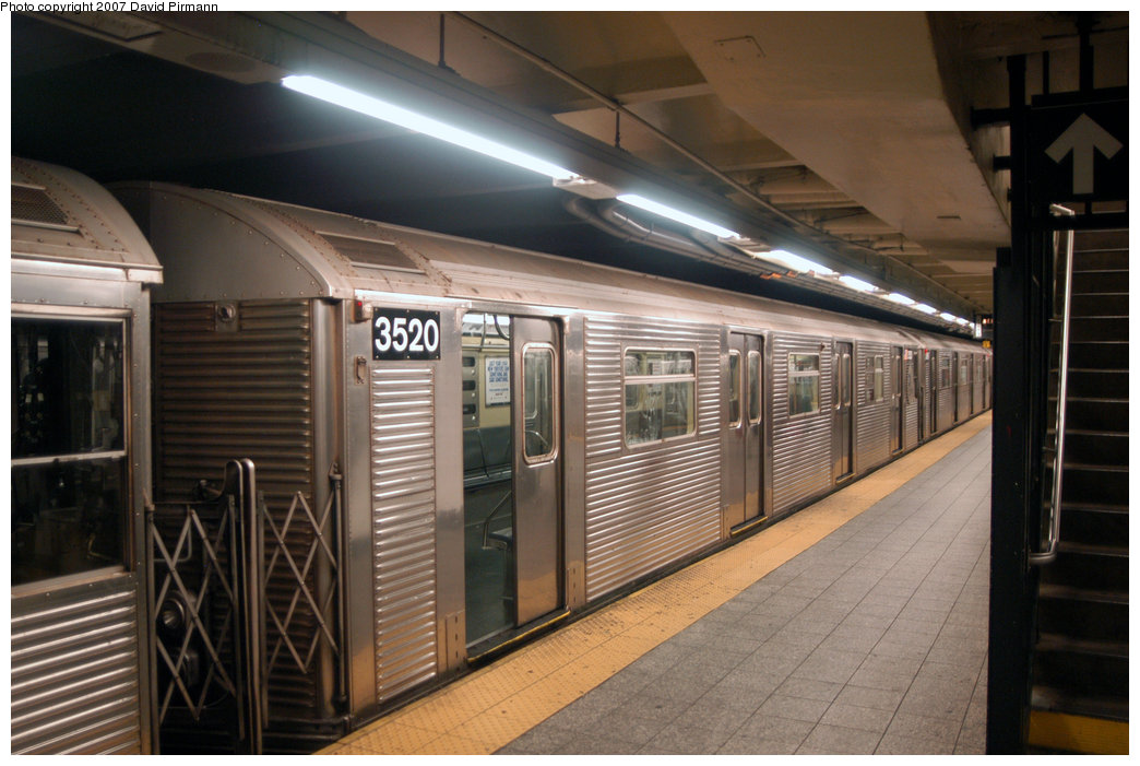 (203k, 1044x701)<br><b>Country:</b> United States<br><b>City:</b> New York<br><b>System:</b> New York City Transit<br><b>Line:</b> IND 8th Avenue Line<br><b>Location:</b> 207th Street <br><b>Route:</b> A<br><b>Car:</b> R-32 (Budd, 1964)  3520 <br><b>Photo by:</b> David Pirmann<br><b>Date:</b> 9/10/2007<br><b>Viewed (this week/total):</b> 1 / 1549