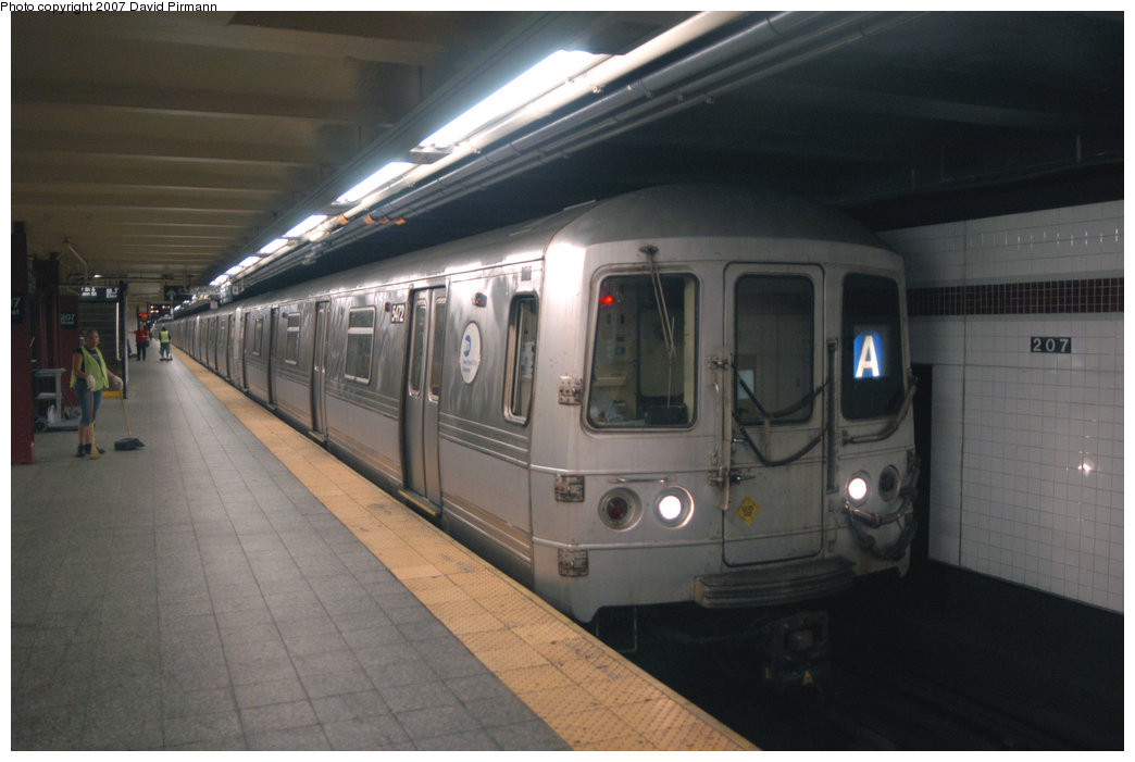 (162k, 1044x701)<br><b>Country:</b> United States<br><b>City:</b> New York<br><b>System:</b> New York City Transit<br><b>Line:</b> IND 8th Avenue Line<br><b>Location:</b> 207th Street <br><b>Route:</b> A<br><b>Car:</b> R-44 (St. Louis, 1971-73) 5472 <br><b>Photo by:</b> David Pirmann<br><b>Date:</b> 9/10/2007<br><b>Viewed (this week/total):</b> 4 / 1689