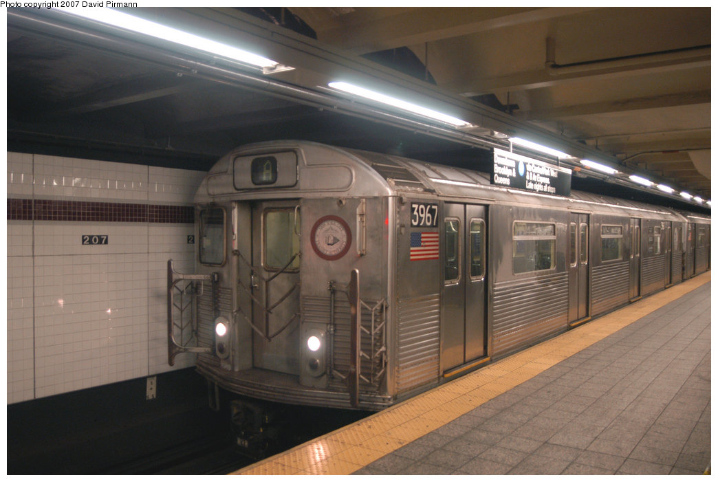 (178k, 1044x701)<br><b>Country:</b> United States<br><b>City:</b> New York<br><b>System:</b> New York City Transit<br><b>Line:</b> IND 8th Avenue Line<br><b>Location:</b> 207th Street <br><b>Route:</b> A<br><b>Car:</b> R-38 (St. Louis, 1966-1967)  3967 <br><b>Photo by:</b> David Pirmann<br><b>Date:</b> 9/10/2007<br><b>Viewed (this week/total):</b> 1 / 990