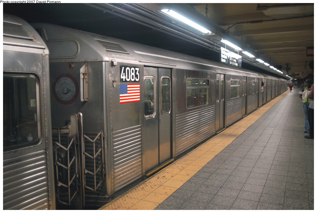 (208k, 1044x701)<br><b>Country:</b> United States<br><b>City:</b> New York<br><b>System:</b> New York City Transit<br><b>Line:</b> IND 8th Avenue Line<br><b>Location:</b> 207th Street <br><b>Route:</b> A<br><b>Car:</b> R-38 (St. Louis, 1966-1967)  4083 <br><b>Photo by:</b> David Pirmann<br><b>Date:</b> 9/10/2007<br><b>Viewed (this week/total):</b> 1 / 1795