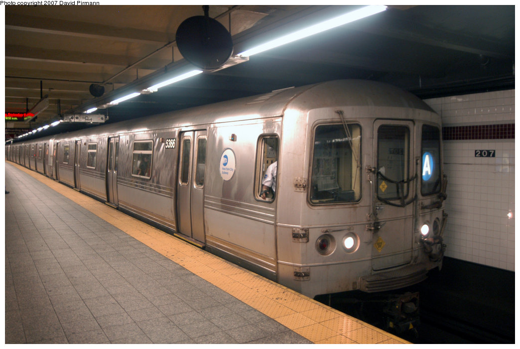 (182k, 1044x701)<br><b>Country:</b> United States<br><b>City:</b> New York<br><b>System:</b> New York City Transit<br><b>Line:</b> IND 8th Avenue Line<br><b>Location:</b> 207th Street <br><b>Route:</b> A<br><b>Car:</b> R-44 (St. Louis, 1971-73) 5366 <br><b>Photo by:</b> David Pirmann<br><b>Date:</b> 9/10/2007<br><b>Viewed (this week/total):</b> 0 / 1239