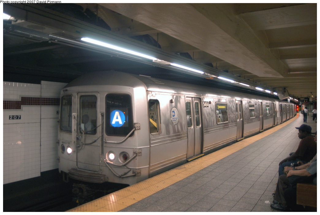 (170k, 1044x701)<br><b>Country:</b> United States<br><b>City:</b> New York<br><b>System:</b> New York City Transit<br><b>Line:</b> IND 8th Avenue Line<br><b>Location:</b> 207th Street <br><b>Route:</b> A<br><b>Car:</b> R-44 (St. Louis, 1971-73) 5464 <br><b>Photo by:</b> David Pirmann<br><b>Date:</b> 9/10/2007<br><b>Viewed (this week/total):</b> 1 / 1173