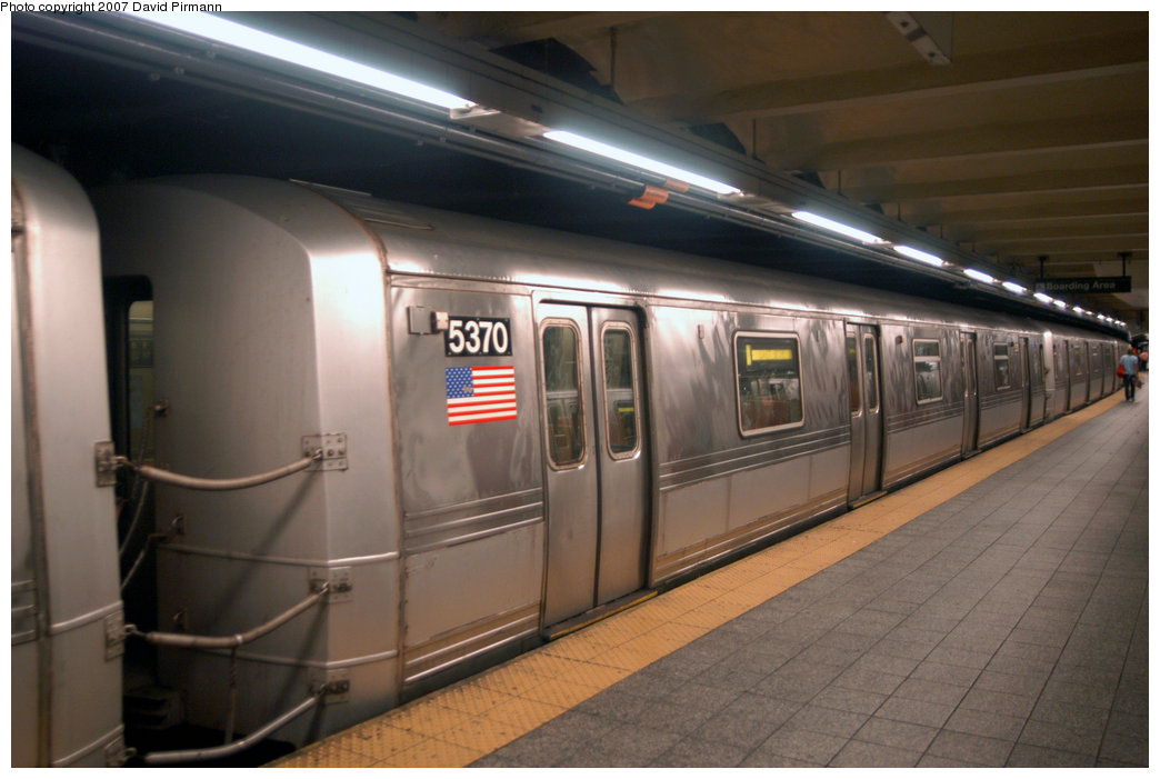 (175k, 1044x701)<br><b>Country:</b> United States<br><b>City:</b> New York<br><b>System:</b> New York City Transit<br><b>Line:</b> IND 8th Avenue Line<br><b>Location:</b> 207th Street <br><b>Route:</b> A<br><b>Car:</b> R-44 (St. Louis, 1971-73) 5370 <br><b>Photo by:</b> David Pirmann<br><b>Date:</b> 9/10/2007<br><b>Viewed (this week/total):</b> 1 / 1150