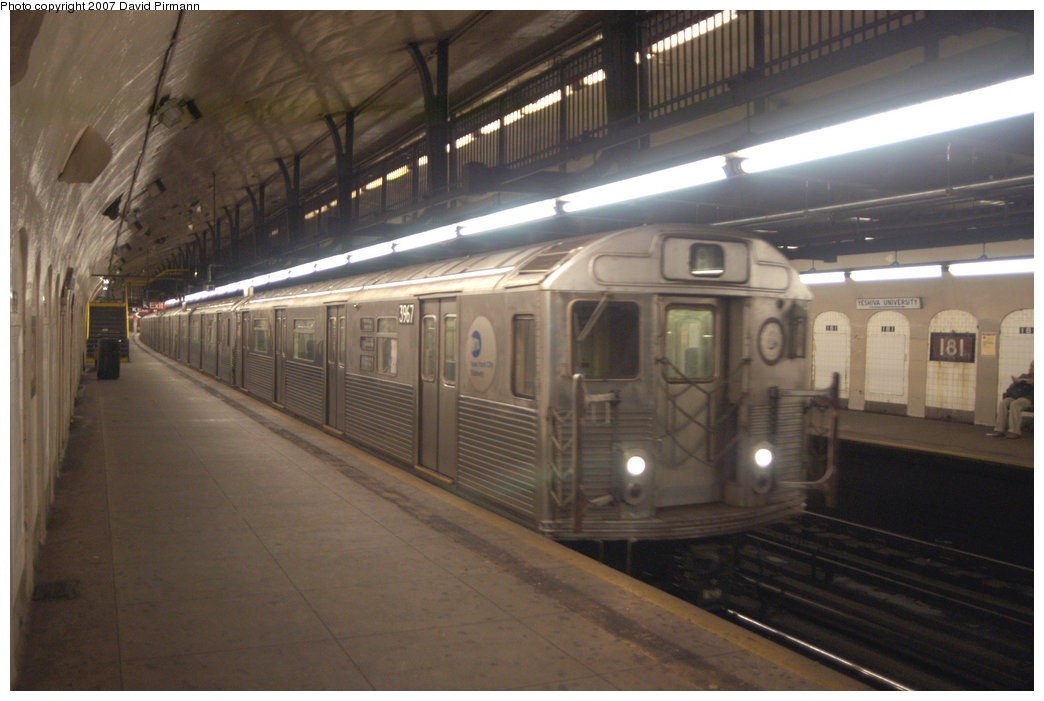 (179k, 1044x701)<br><b>Country:</b> United States<br><b>City:</b> New York<br><b>System:</b> New York City Transit<br><b>Line:</b> IND 8th Avenue Line<br><b>Location:</b> 181st Street <br><b>Route:</b> A<br><b>Car:</b> R-38 (St. Louis, 1966-1967)  3967 <br><b>Photo by:</b> David Pirmann<br><b>Date:</b> 9/10/2007<br><b>Viewed (this week/total):</b> 0 / 2478