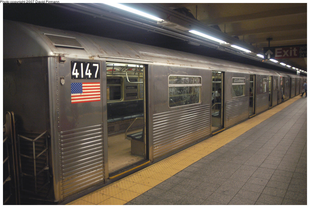 (196k, 1044x701)<br><b>Country:</b> United States<br><b>City:</b> New York<br><b>System:</b> New York City Transit<br><b>Line:</b> IND 8th Avenue Line<br><b>Location:</b> 207th Street <br><b>Route:</b> A<br><b>Car:</b> R-38 (St. Louis, 1966-1967)  4147 <br><b>Photo by:</b> David Pirmann<br><b>Date:</b> 9/10/2007<br><b>Viewed (this week/total):</b> 4 / 2062