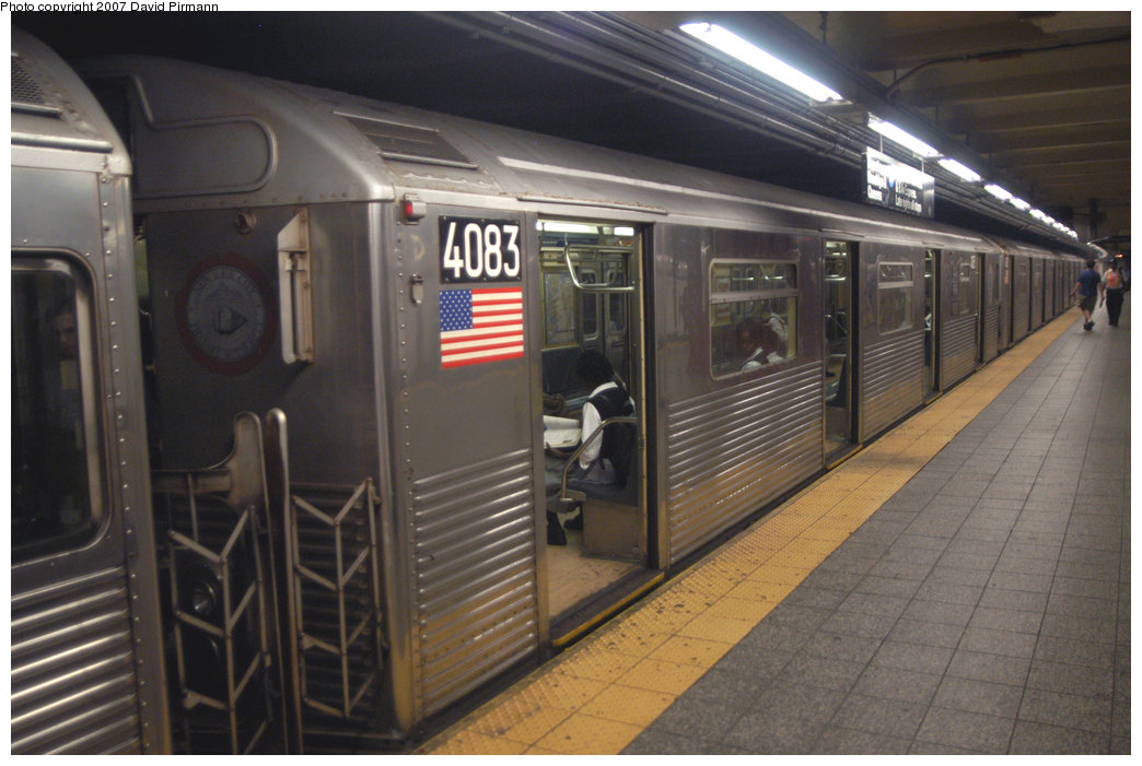 (199k, 1044x701)<br><b>Country:</b> United States<br><b>City:</b> New York<br><b>System:</b> New York City Transit<br><b>Line:</b> IND 8th Avenue Line<br><b>Location:</b> 207th Street <br><b>Route:</b> A<br><b>Car:</b> R-38 (St. Louis, 1966-1967)  4083 <br><b>Photo by:</b> David Pirmann<br><b>Date:</b> 9/10/2007<br><b>Viewed (this week/total):</b> 0 / 922