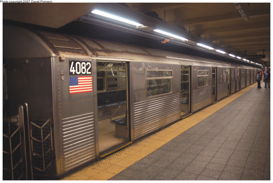 (193k, 1044x701)<br><b>Country:</b> United States<br><b>City:</b> New York<br><b>System:</b> New York City Transit<br><b>Line:</b> IND 8th Avenue Line<br><b>Location:</b> 207th Street <br><b>Route:</b> A<br><b>Car:</b> R-38 (St. Louis, 1966-1967)  4082 <br><b>Photo by:</b> David Pirmann<br><b>Date:</b> 9/10/2007<br><b>Viewed (this week/total):</b> 0 / 1588
