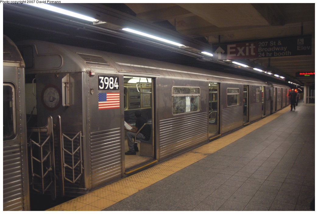 (186k, 1044x701)<br><b>Country:</b> United States<br><b>City:</b> New York<br><b>System:</b> New York City Transit<br><b>Line:</b> IND 8th Avenue Line<br><b>Location:</b> 207th Street <br><b>Route:</b> A<br><b>Car:</b> R-38 (St. Louis, 1966-1967)  3984 <br><b>Photo by:</b> David Pirmann<br><b>Date:</b> 9/10/2007<br><b>Viewed (this week/total):</b> 0 / 1370