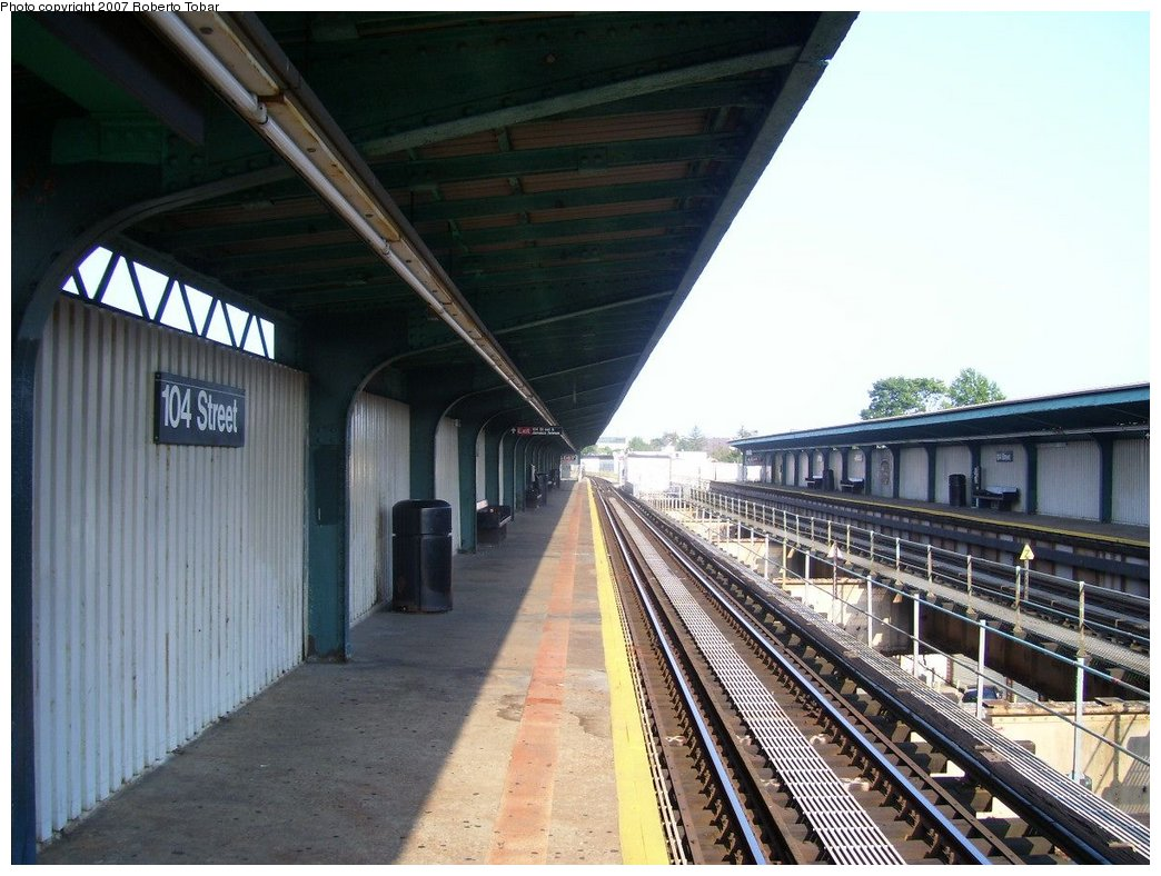 (177k, 1044x788)<br><b>Country:</b> United States<br><b>City:</b> New York<br><b>System:</b> New York City Transit<br><b>Line:</b> BMT Nassau Street/Jamaica Line<br><b>Location:</b> 102nd-104th Streets <br><b>Photo by:</b> Roberto C. Tobar<br><b>Date:</b> 9/8/2007<br><b>Viewed (this week/total):</b> 0 / 1016