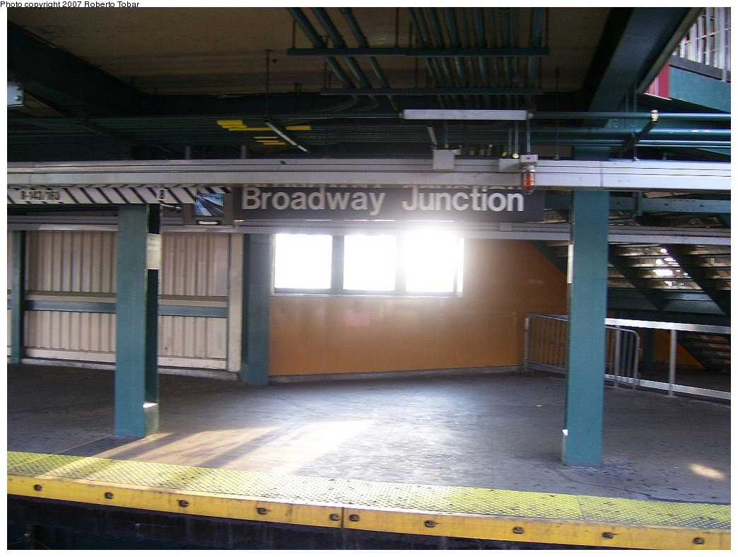 (168k, 1044x788)<br><b>Country:</b> United States<br><b>City:</b> New York<br><b>System:</b> New York City Transit<br><b>Line:</b> BMT Canarsie Line<br><b>Location:</b> Broadway Junction <br><b>Photo by:</b> Roberto C. Tobar<br><b>Date:</b> 9/8/2007<br><b>Viewed (this week/total):</b> 0 / 1248