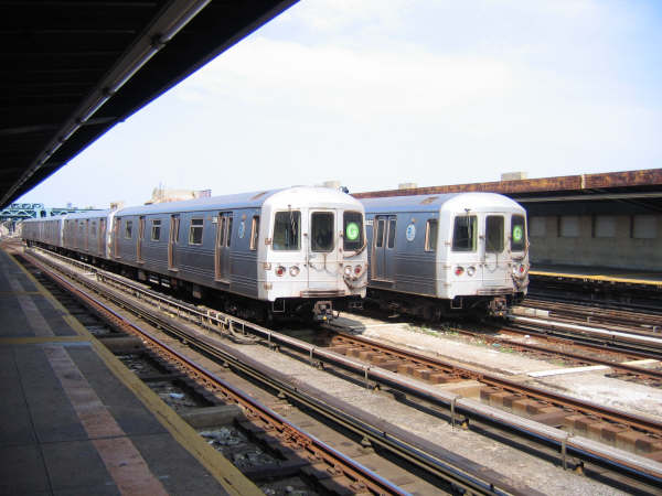 (43k, 600x450)<br><b>Country:</b> United States<br><b>City:</b> New York<br><b>System:</b> New York City Transit<br><b>Line:</b> IND Crosstown Line<br><b>Location:</b> 4th Avenue <br><b>Route:</b> G<br><b>Car:</b> R-46 (Pullman-Standard, 1974-75)  <br><b>Photo by:</b> Professor J<br><b>Date:</b> 9/9/2007<br><b>Viewed (this week/total):</b> 2 / 2131