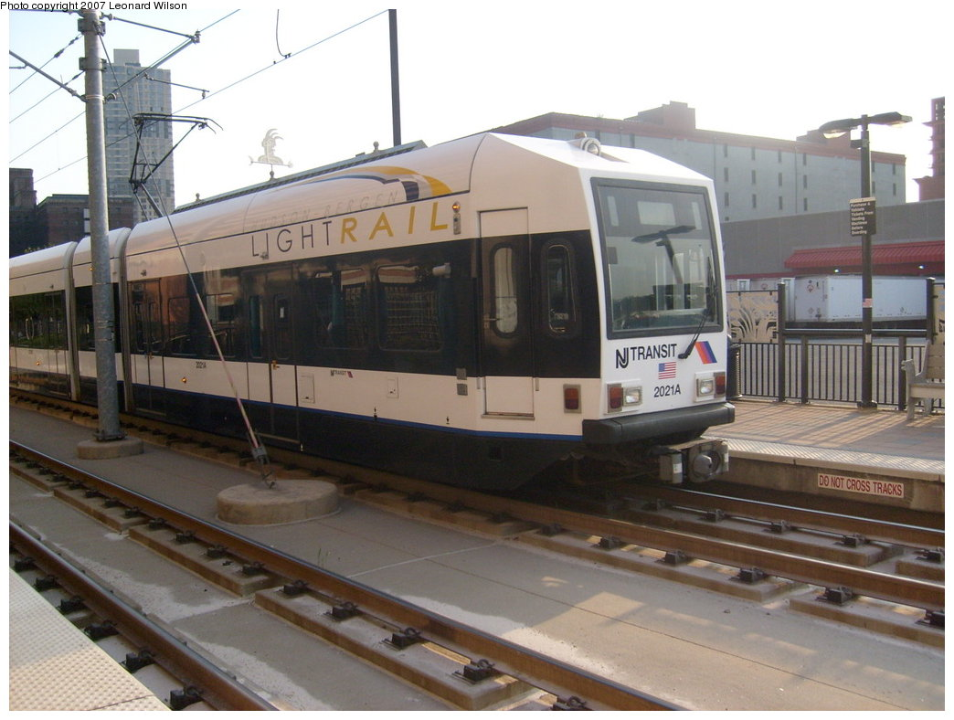 (183k, 1044x788)<br><b>Country:</b> United States<br><b>City:</b> Jersey City, NJ<br><b>System:</b> Hudson Bergen Light Rail<br><b>Location:</b> Harsimus Cove <br><b>Car:</b> NJT-HBLR LRV (Kinki-Sharyo, 1998-99)  2021 <br><b>Photo by:</b> Leonard Wilson<br><b>Date:</b> 9/8/2007<br><b>Viewed (this week/total):</b> 2 / 916