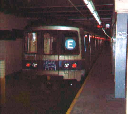 (60k, 539x479)<br><b>Country:</b> United States<br><b>City:</b> New York<br><b>System:</b> New York City Transit<br><b>Line:</b> IND 8th Avenue Line<br><b>Location:</b> Chambers Street/World Trade Center <br><b>Route:</b> E<br><b>Car:</b> R-46 (Pullman-Standard, 1974-75)  <br><b>Photo by:</b> Bob Wright<br><b>Date:</b> 10/1978<br><b>Viewed (this week/total):</b> 4 / 2388