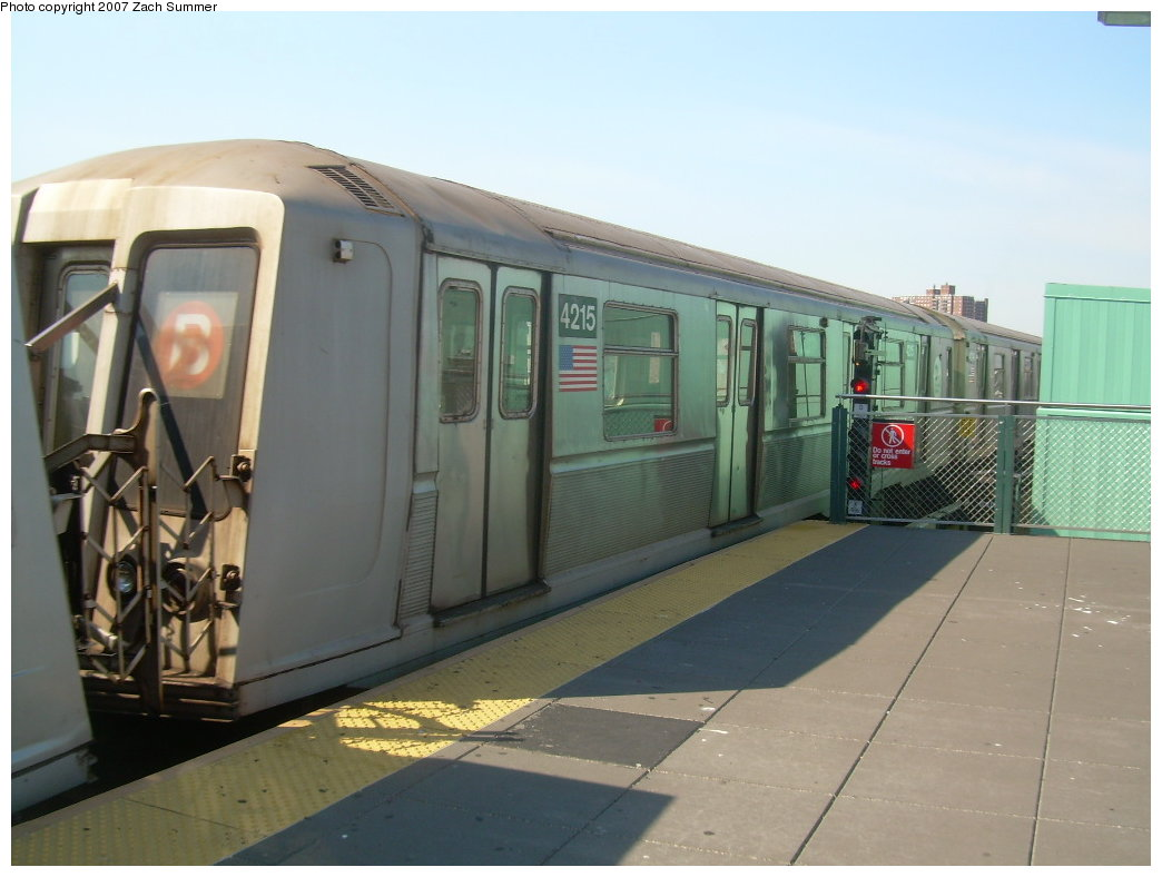 (164k, 1044x788)<br><b>Country:</b> United States<br><b>City:</b> New York<br><b>System:</b> New York City Transit<br><b>Location:</b> Coney Island/Stillwell Avenue<br><b>Route:</b> B<br><b>Car:</b> R-40 (St. Louis, 1968)  4215 <br><b>Photo by:</b> Zach Summer<br><b>Date:</b> 9/4/2007<br><b>Viewed (this week/total):</b> 0 / 1216