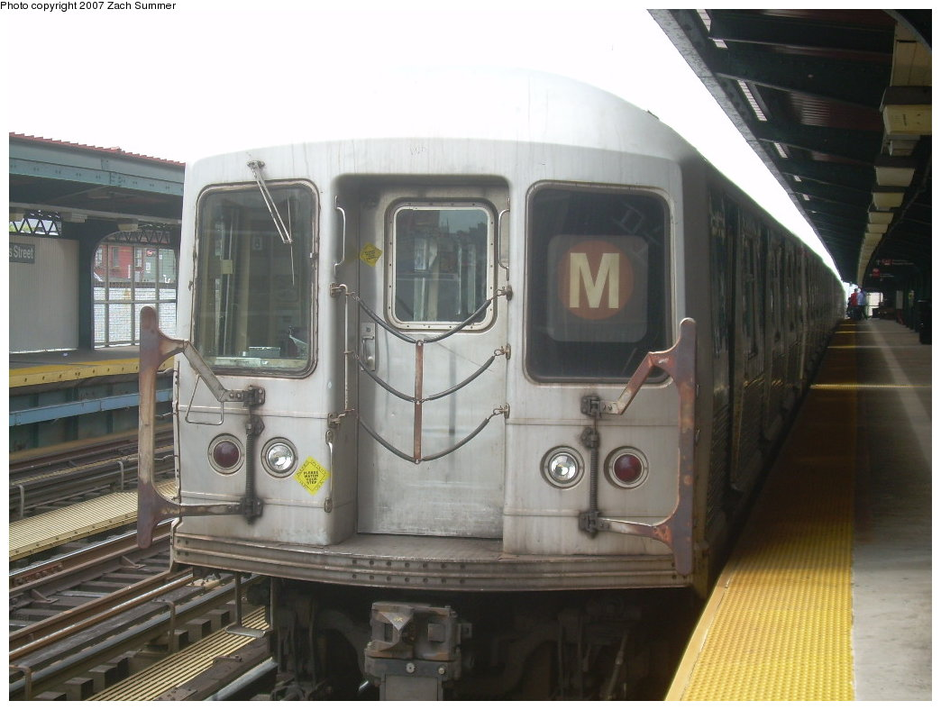 (180k, 1044x788)<br><b>Country:</b> United States<br><b>City:</b> New York<br><b>System:</b> New York City Transit<br><b>Line:</b> BMT Nassau Street/Jamaica Line<br><b>Location:</b> Hewes Street <br><b>Route:</b> M<br><b>Car:</b> R-42 (St. Louis, 1969-1970)  4595 <br><b>Photo by:</b> Zach Summer<br><b>Date:</b> 9/5/2007<br><b>Viewed (this week/total):</b> 0 / 1159