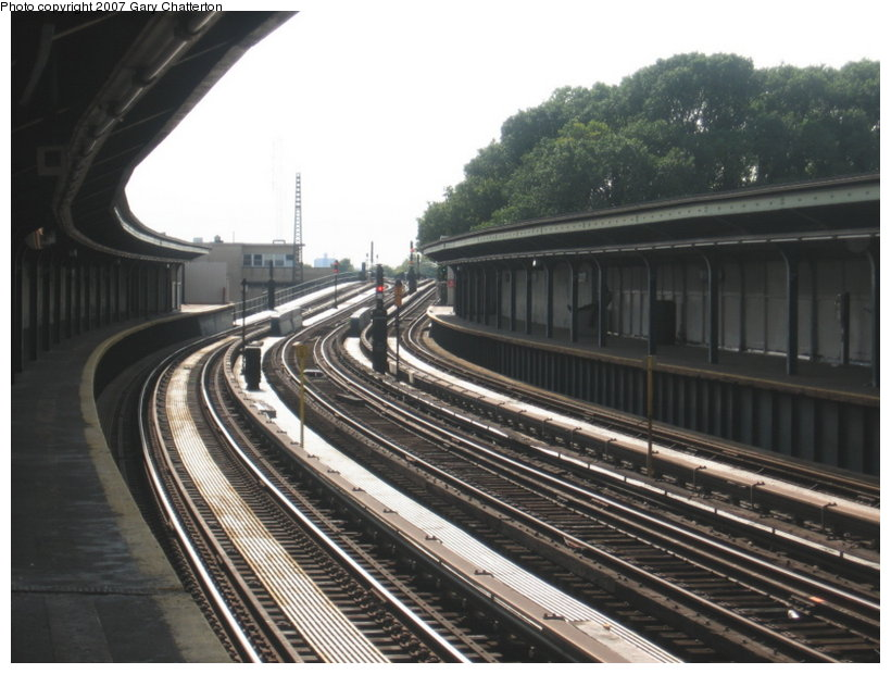 (109k, 820x620)<br><b>Country:</b> United States<br><b>City:</b> New York<br><b>System:</b> New York City Transit<br><b>Line:</b> IND Fulton Street Line<br><b>Location:</b> 104th Street/Oxford Ave. <br><b>Photo by:</b> Gary Chatterton<br><b>Date:</b> 9/5/2007<br><b>Notes:</b> Station view inbound.<br><b>Viewed (this week/total):</b> 2 / 1148