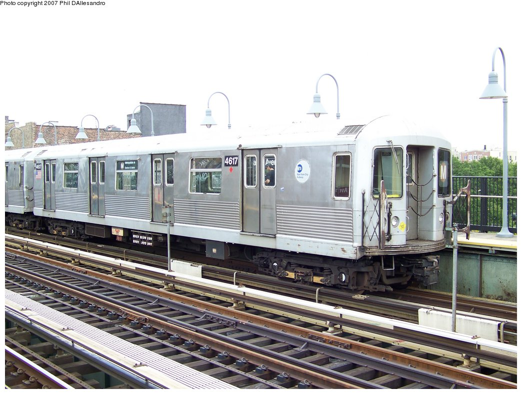 (197k, 1044x788)<br><b>Country:</b> United States<br><b>City:</b> New York<br><b>System:</b> New York City Transit<br><b>Line:</b> BMT Nassau Street/Jamaica Line<br><b>Location:</b> Marcy Avenue <br><b>Route:</b> M<br><b>Car:</b> R-42 (St. Louis, 1969-1970)  4617 <br><b>Photo by:</b> Philip D'Allesandro<br><b>Date:</b> 9/13/2007<br><b>Viewed (this week/total):</b> 1 / 913