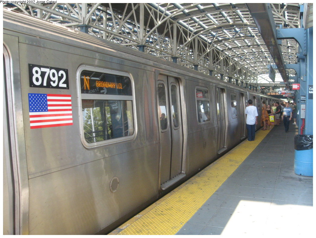 (186k, 1044x788)<br><b>Country:</b> United States<br><b>City:</b> New York<br><b>System:</b> New York City Transit<br><b>Location:</b> Coney Island/Stillwell Avenue<br><b>Route:</b> N<br><b>Car:</b> R-160B (Kawasaki, 2005-2008)  8792 <br><b>Photo by:</b> Jorge Catayi<br><b>Date:</b> 9/8/2007<br><b>Viewed (this week/total):</b> 0 / 1934